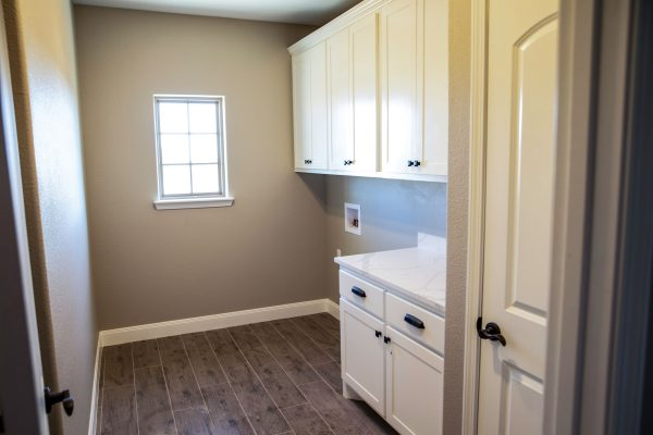 laundry room / utility room