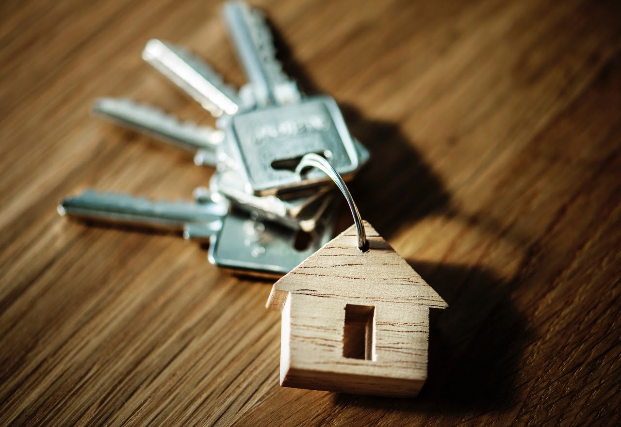 PROS AND CONS: FOR SALE BY OWNER OR THE REALTOR ROUTE?